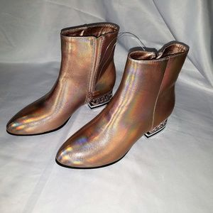 NWOT Bamboo Size 8 Rose Gold Metallic Ankle Boots
